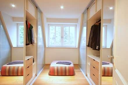 : modern Dressing room by Boldt Innenausbau GmbH - Tischlerei & Raumkonzepte