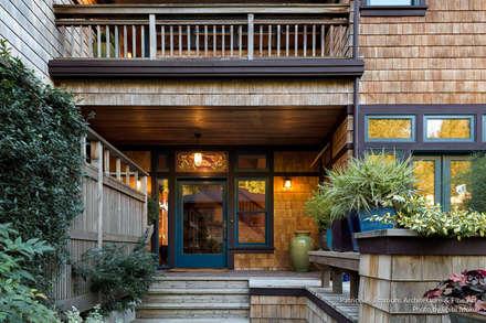 Patricia K Emmons - Rural Oregon Craftsman Home - Exterior 3:  Landhaus von Chibi Moku