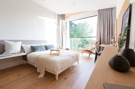 The Cosy Bed: modern Bedroom by Sensearchitects Limited