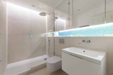 Contemporary shower room in Notting Hill apartment: minimalistic Bathroom by Liller Interior