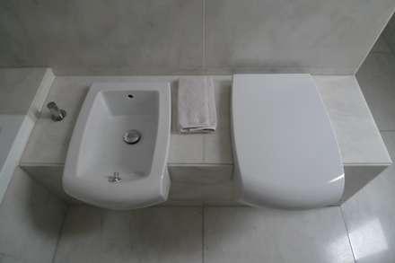 Apartment refurbishment - Campo Pequeno , Lisbon: Casas de banho modernas por QFProjectbuilding, Unipessoal Lda