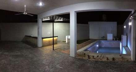 Vista nocturna: Albercas de estilo minimalista por Constructora Asvial - Desarrollador Inmobiliario