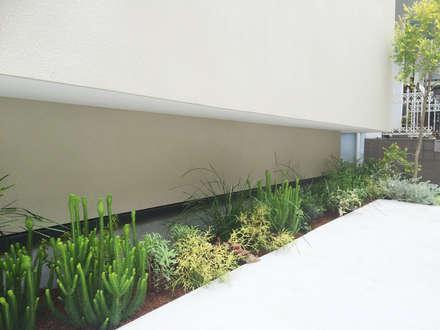 横浜緑区の家: (有)ハートランドが手掛けた庭です。