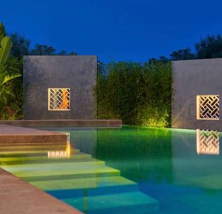 Esencia Vernácula. Marjal: Piscinas de estilo mediterráneo de GESTEC. Arquitectura & Ingeniería