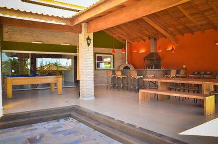 Varanda Rancho: Casas rústicas por Paula Ferro Arquitetura
