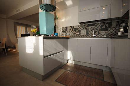 : Cucina in stile in stile Moderno di Fabiola Ferrarello architetto
