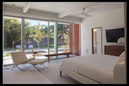 Emerald Street Residence, New Orleans: modern Bedroom by studioWTA