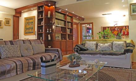 Ristrutturazione appartamento su due livelli: Soggiorno in stile in stile Coloniale di Fabiola Ferrarello architetto