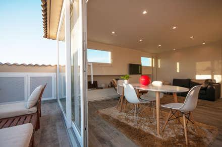 Ristrutturazione appartamento 50 mq: Sala da pranzo in stile in stile Scandinavo di Fabiola Ferrarello architetto