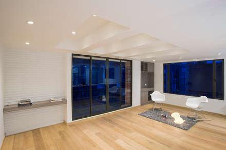 Apto Cr 12 - Cll 102: Salas de estilo moderno por Bloque B Arquitectos
