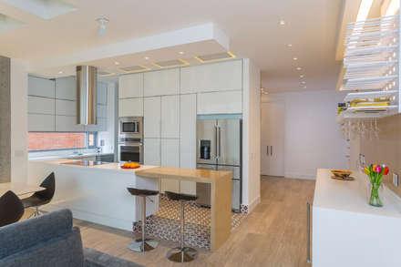 Apto Cr 2 - Cll 69: Cocinas de estilo moderno por Bloque B Arquitectos