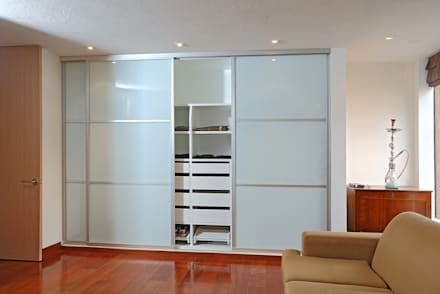 Walk in closet de estilo  por Bloque B Arquitectos