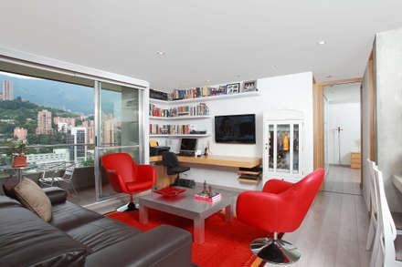 Apto Plaza del Rio: Estudios y despachos de estilo moderno por Bloque B Arquitectos