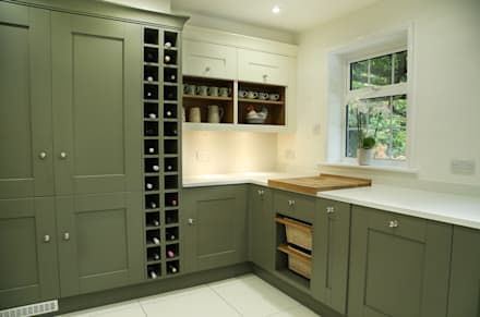 Laura Ashley Whitby Range in Olive & Ivory: classic Kitchen by Hehku