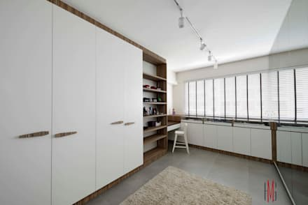 Modern Scandinavian HDB Apartment: modern Dressing room by HMG Design Studio