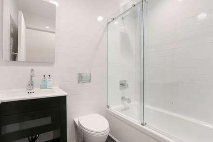 UWS Duplex : minimalistic Bathroom by Atelier036
