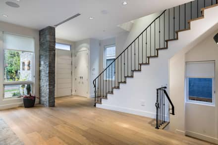 Foyer: modern Corridor, hallway & stairs by Alice D'Andrea Design