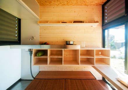 Qcamp:  廚房 by FAMWOOD 自然紅屋
