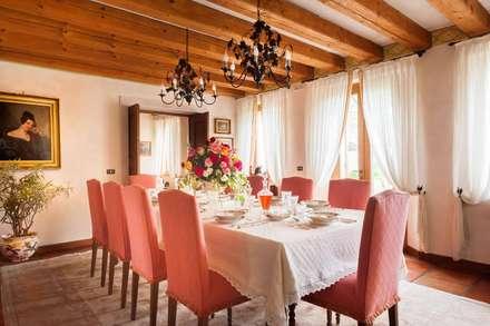 COL SANDAGO: Sala da pranzo in stile in stile Classico di STUDIO CERON & CERON