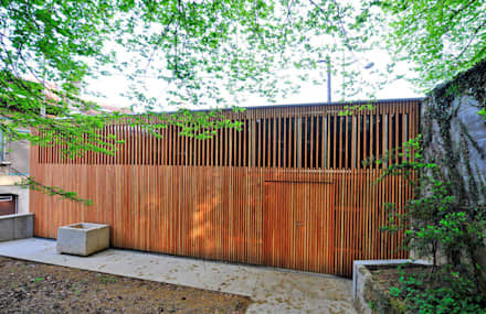 "GARAGE ""R"": Garage / Hangar de style de style Moderne par Atelier Presle"