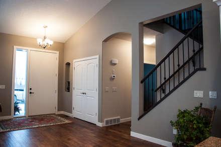 Main Floor Entranceway:  Corridor & hallway by Drafting Your Design