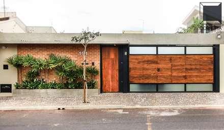 Fachada: Casas modernas por Cornetta Arquitetura