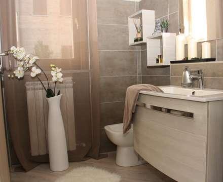 Ristrutturazione appartamento: Bagno in stile in stile classico di DemianStagingDesign