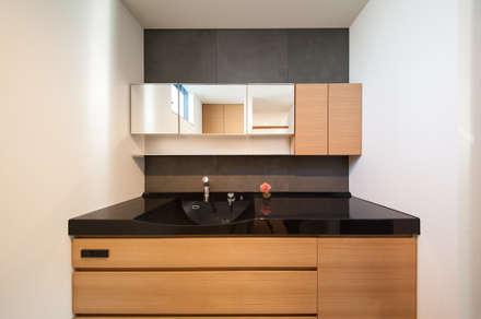 Sanitary: STaD(株式会社鈴木貴博建築設計事務所)が手掛けた浴室です。