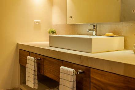 VENEROS: Baños de estilo  por MORADA CUATRO