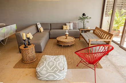 VENEROS: Salas de estilo moderno por MORADA CUATRO