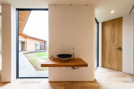 Hall: STaD(株式会社鈴木貴博建築設計事務所)が手掛けた玄関/廊下/階段です。