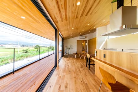 Deck: STaD(株式会社鈴木貴博建築設計事務所)が手掛けたベランダです。