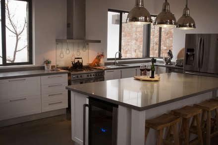 Open plan kitchen: rustic Kitchen by Urban Habitat Architects