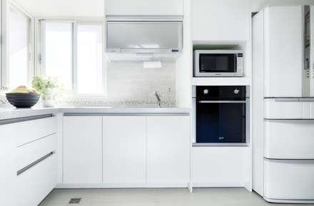 汐止-日月光:  廚房 by 唯創空間設計公司