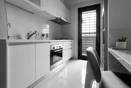 青年99成家專案─美式簡約:  廚房 by 丁薇芬室內設計X磨設計