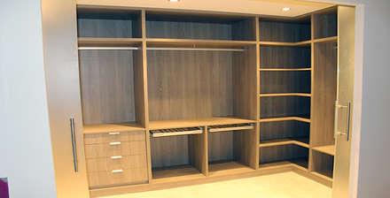Closets de estilo minimalista por ARCOtectura