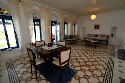 mediterranean Dining room by Ebru Erol Mimarlık Atölyesi