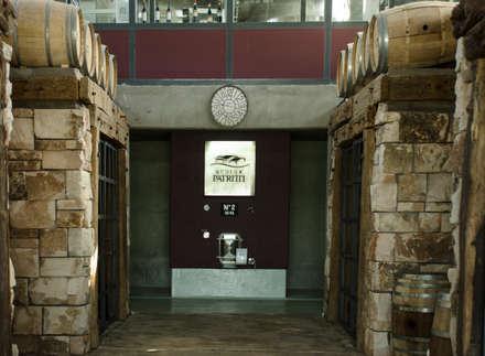 Bodega Patritti S.A.: Bodegas de estilo moderno por Sidoni&Asoc