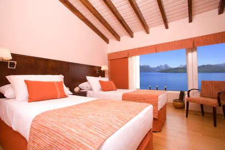 Hotel Sol Arrayan: Dormitorios de estilo moderno por Sidoni&Asoc
