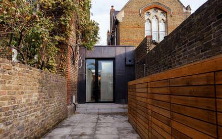 Back Yard - renovated.: modern Houses by Diamond Constructions Ltd