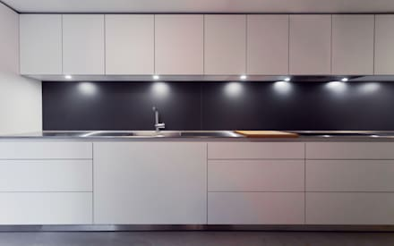 Extension & House Renovation SW18 - London: modern Kitchen by Diamond Constructions Ltd