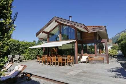 Maison Veyrier du Lac: Maisons de style de style Moderne par ARQUITECT CONCEPTION