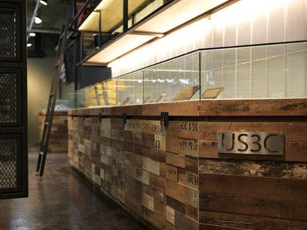 US3C優勢科技-二手3C賣場 設計:  展覽中心 by 光島室內設計