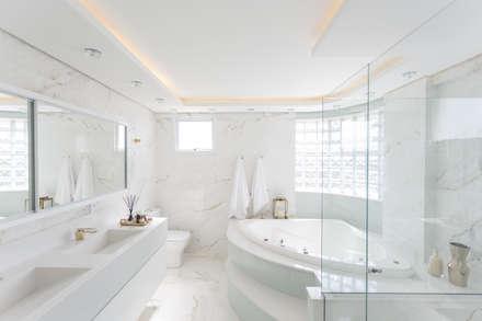 Banheiro Suíte Master: Banheiros minimalistas por Cassiana Rubin Arquitetura