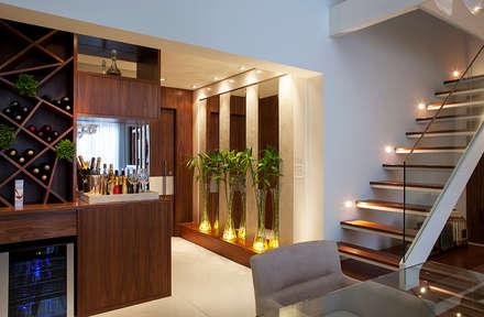 Campo Belo - SP: Corredores, halls e escadas modernos por Infinity Spaces