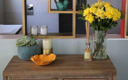 Umhlanga Rocks New Home   Win A Home Show: tropical Bathroom by Blaque Pearl Lifestyle