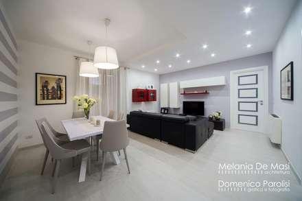 Casa Fenice : Sala da pranzo in stile in stile Moderno di melania de masi architetto