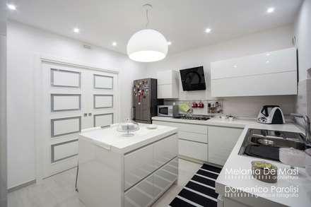 Casa Fenice : Cucina in stile in stile Moderno di melania de masi architetto