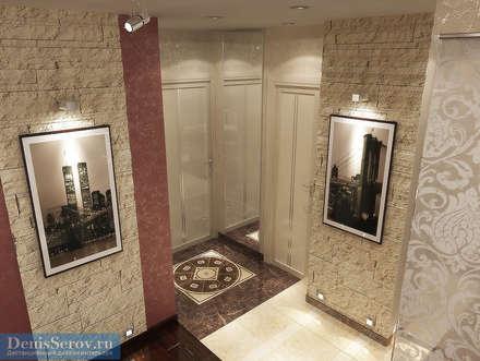 Прихожая 3 кв. м в однокомнатной квартире, современный стиль: Коридор и прихожая в . Автор – Студия интерьера Дениса Серова