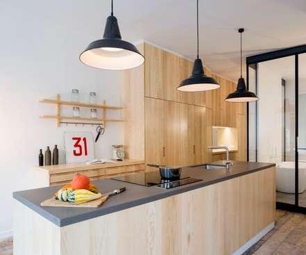 La cuisine: Cuisine de style de style Industriel par MELANIE LALLEMAND ARCHITECTURES